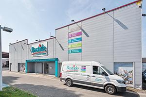 Bastide le confort Médical façade magasin camion livraison